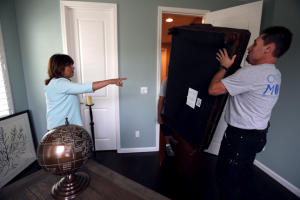 Real estate stager Cathy Lee Cibelli, of Walnut Creek, directs movers at a home in San Ramon. (Anda Chu/Bay Area News Group)